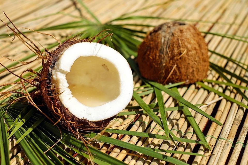 Сколько калорий в кокосе (в 100 г)?